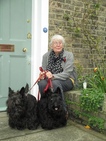 Betty receives a Blue Plaque